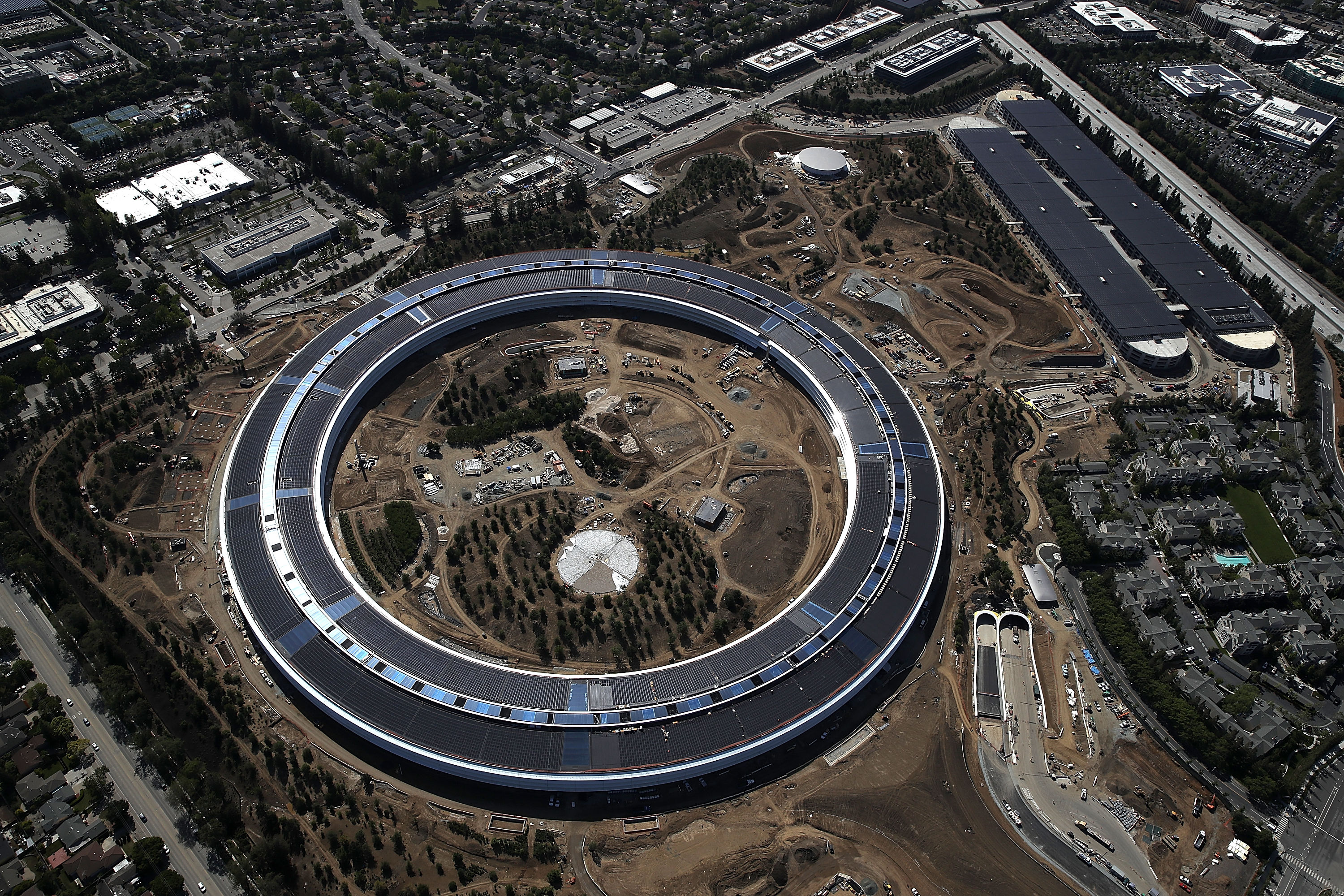 Apple security cracks down on drone pilot who shoots epic Apple campus videos